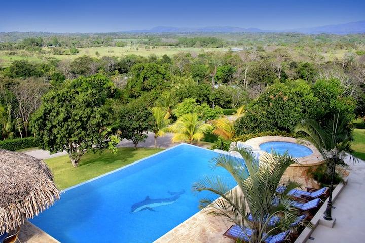 Nestled in the tropical Rainforest Villa del Cerro
