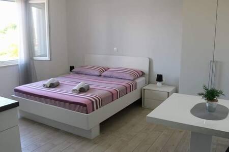 Apartmani Benić - Studio app direktno uz more