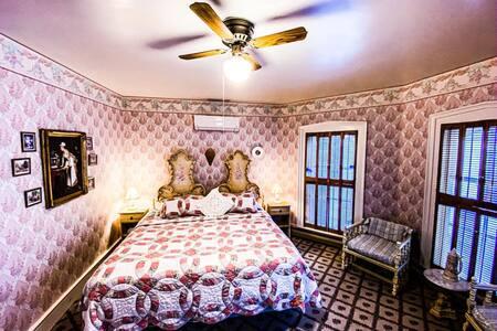 Lady Violet at BUTLER HOUSE