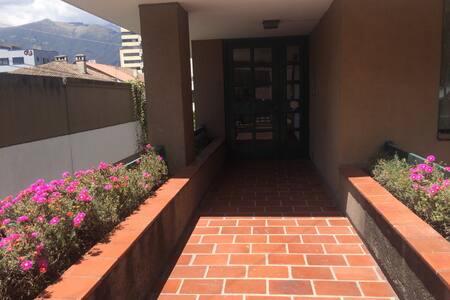 La Floresta, barrio cultural! - Quito - Huoneisto