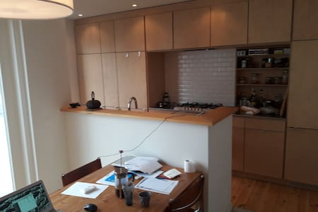 Calm and cozy room in a modern duplex (Flagey) - Ixelles - Apartmen