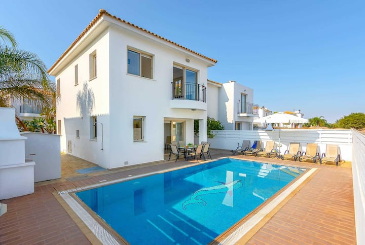 Lovely villa perfect for families, great pool area