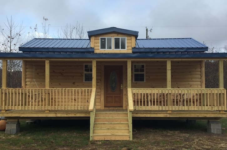 Buck Hill Tiny Home Cabin #4 Mountain & Pond Views