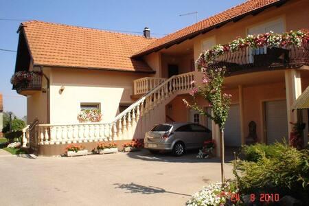 Apartman Hubertus 5 *