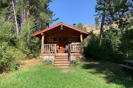 Packsaddle Butte Guest Cabin Retreat
