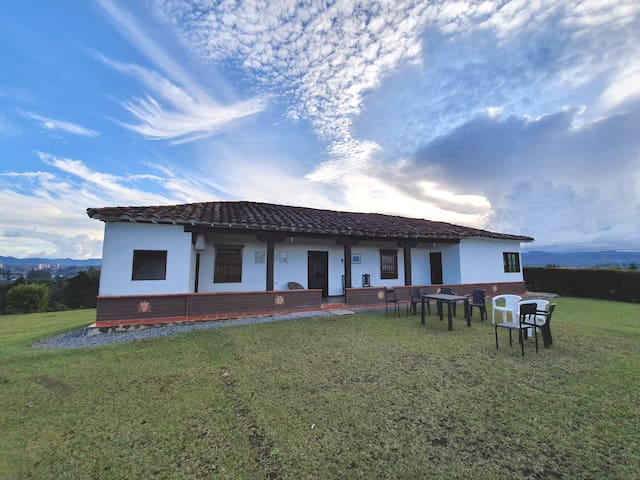 Traditional House With Great View near Rionegro