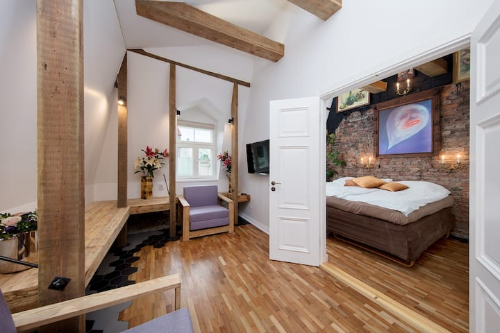 Tower Apt in Old Town+Fireplace+Private Garden