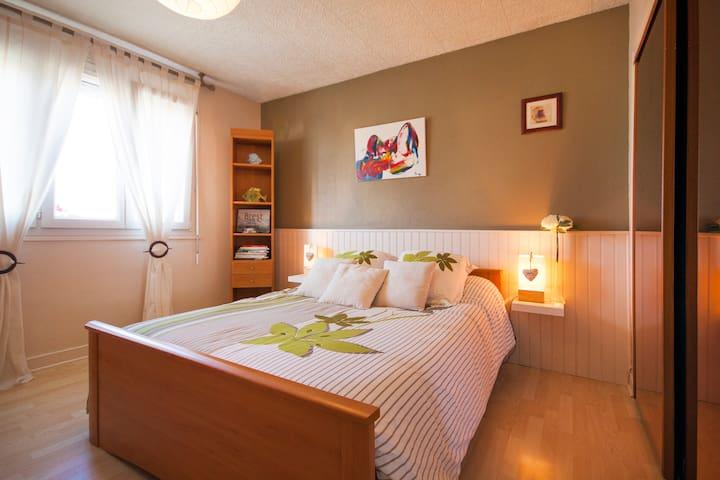 Chambre ensoleillée avec sdb privée et petit dej. - Brest - Bed & Breakfast
