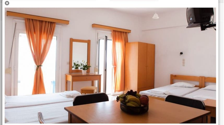 """Beautiful Apartment for 5 """"inatos"""" with sea view ."""