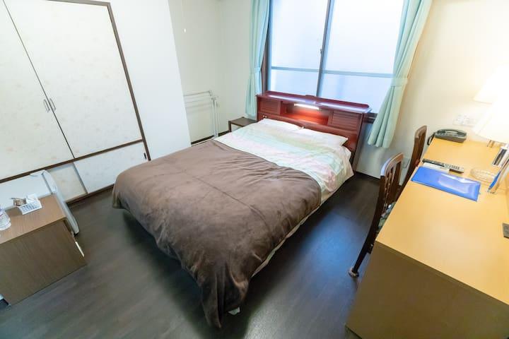 3min Yokohama station Double Bed Room