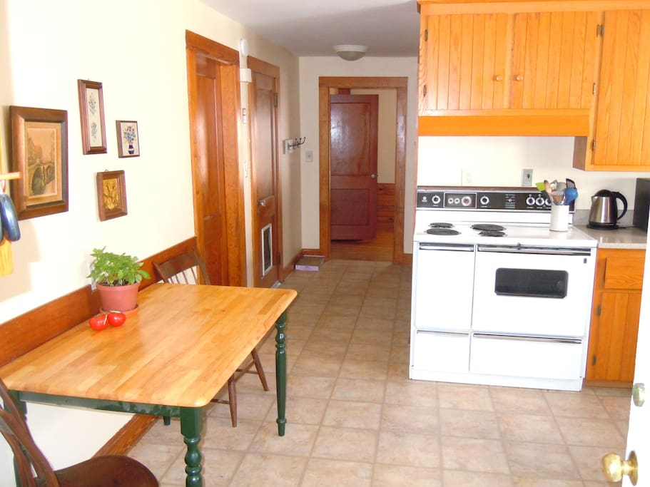 Well supplied kitchen for cooking and dining in