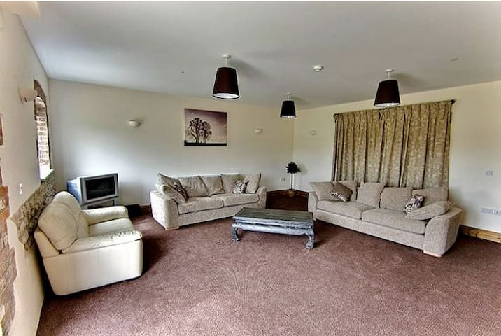 Leopold House, light & airy with spacious kitchen - Blandford Forum - House