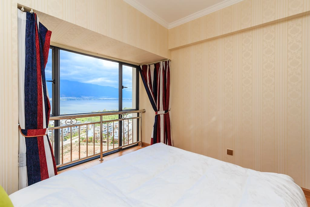 主卧室看洱海