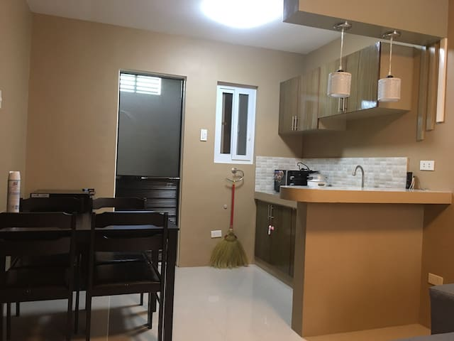 M2 -Cozy New 2BR Apt | w/ Parking | Balanga-Pilar