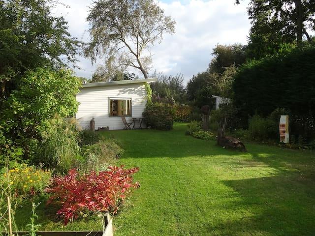 House with big garden close to sea - Ouddorp - Cabaña