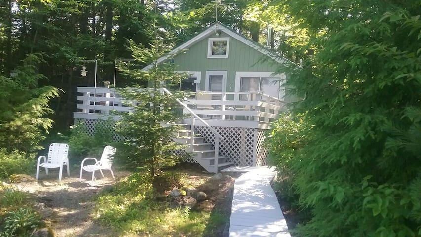 Midcoast Maine Private Cottage Half Moon Pond. WF