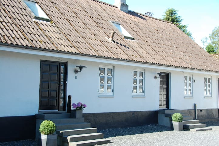 Charming farmhouse; Easy way to Århus and Legoland - Horsens - บ้าน