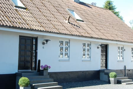 Charming farmhouse; Easy way to Århus and Legoland - Horsens - House
