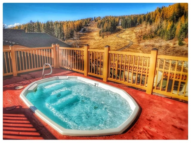 New Listing!  Ski-In/Ski-Out Condo-Rooftop Hot Tub