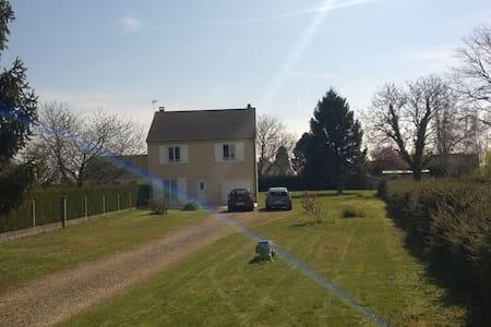Maison indépendante R+1 sur 2000 m2 de terrain - La Neuville-Roy - House