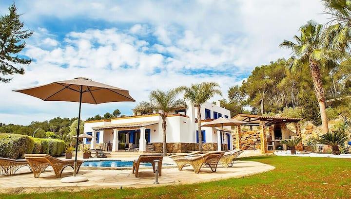 Stunning 5 bed hilltop sea view villa (licensed)
