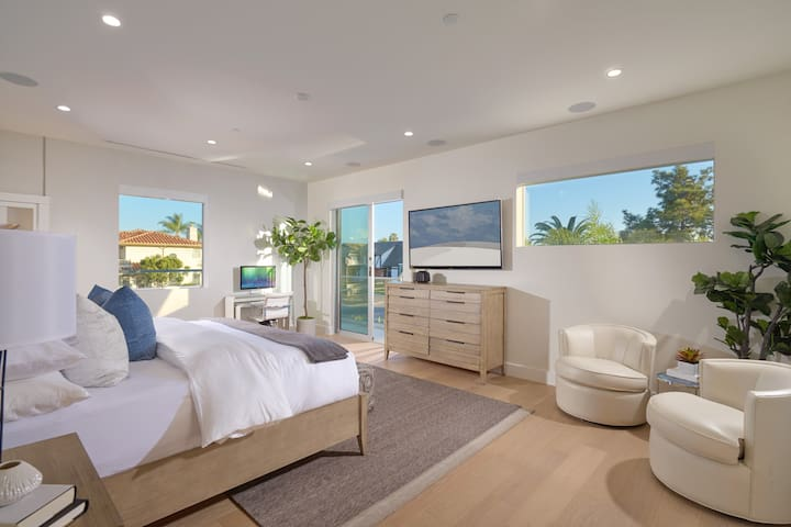 Private Master Bedroom & Bathroom in Newport Beach