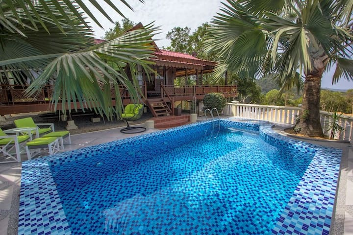 -50% - 3 floors house - private  Pool  ( 7 pers. )