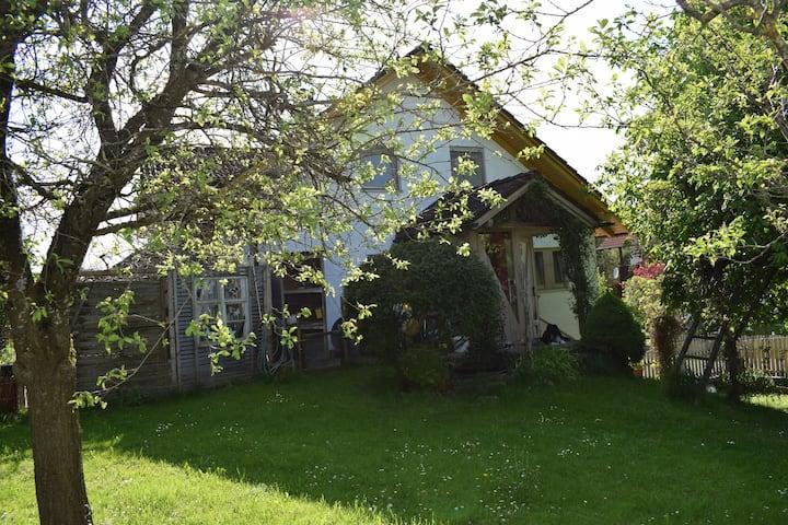 Naturnahes Haus mit großem  Gartengrundstück