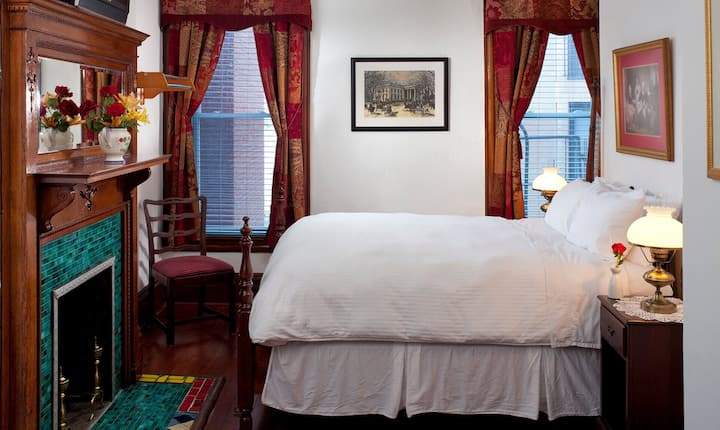 American Guest House - Room 303