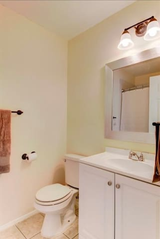 Chic Westgate Austin Retreat - Room B