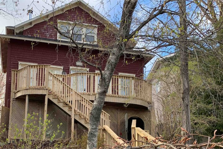 Rockingham, Halifax Nova Scotia Centrally Located