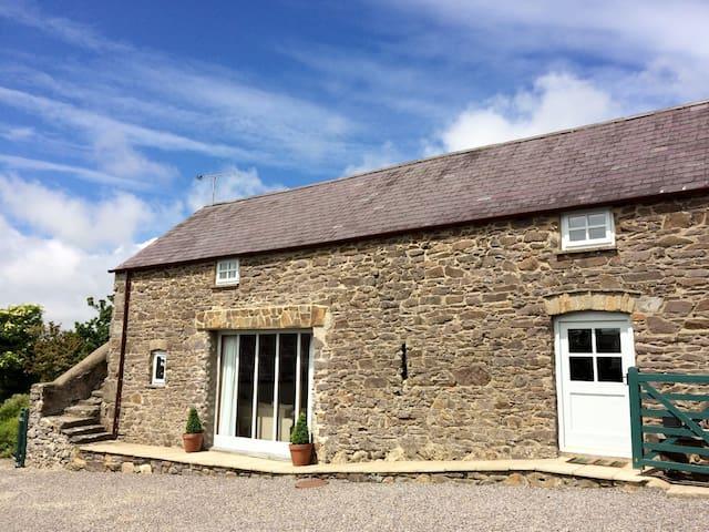 Beautiful Coach House with sea views near Newgale