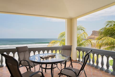OCEAN FRONT  3bd/2ba Iguana Villa A19