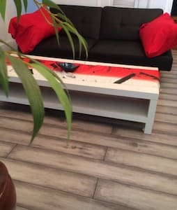 Beautiful 2 bed step from the beach - Miami - Lägenhet