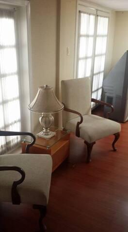 Apartamento comodo y con bastante luz hermoso - Quito - Apartmen