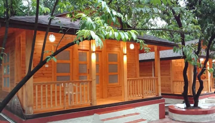 Cozy Wooden Cottages With River Valley View Karjat