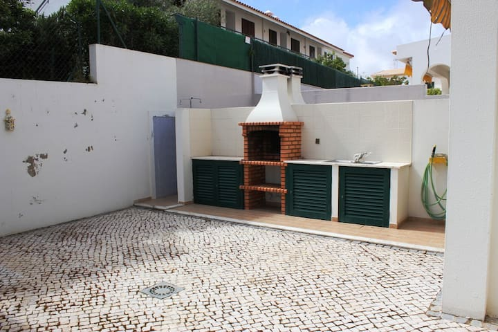 Bluebeu House, Manta Rota