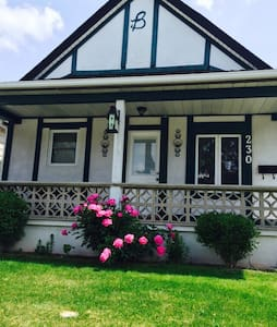 Adorable 1 bdr house by the river. - Windsor - House
