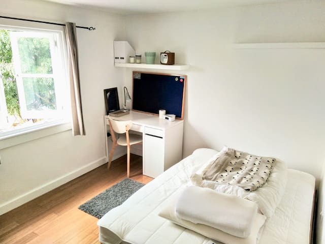 Quiet double room in East London