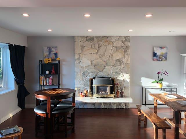 Cozy 2 bedroom suite w/ private entrance SFU/inlet