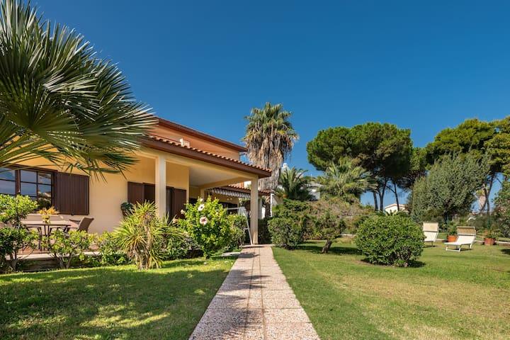 Spacious Villa Ro with Sea View, Mountain View, Wi-Fi, Balcony, Garden & Terrace; Parking Available