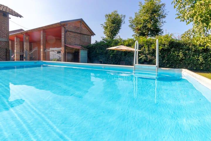 Nice apt with shared pool & balcony