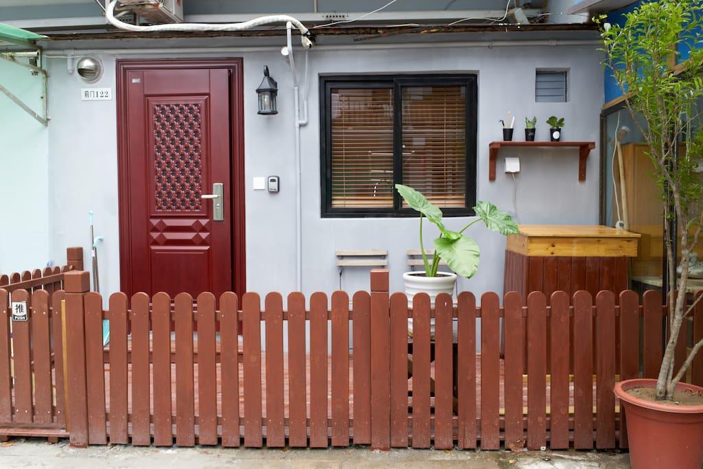 温馨的小院,傍晚坐着和隔壁大叔聊聊天也是一种惬意