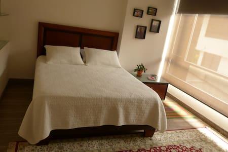 Spacious, clean, cozy room with en-suite bathroom - Quito - Bed & Breakfast