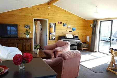 Anderson Place Sunshine Home - Te Anau