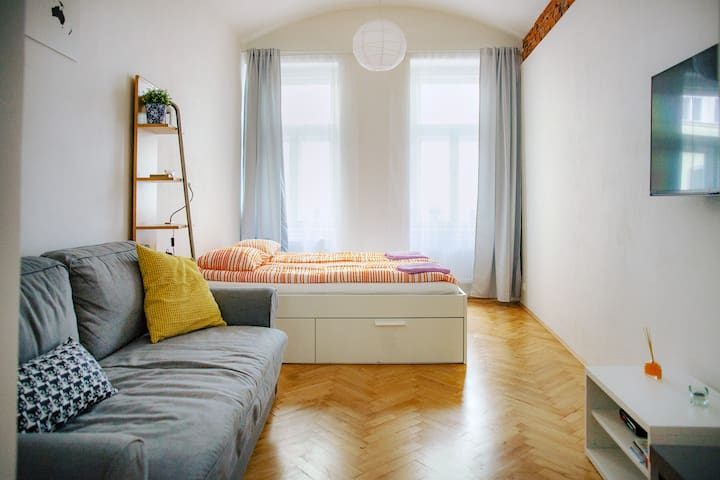 New, great bed, clean, center 8 min, Prague tips