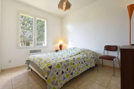 1 chambre double dans villa - Nîmes