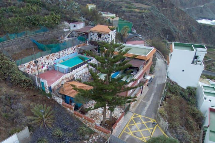 Casa Rural El 'Arbol. Piscina y barbacoa.