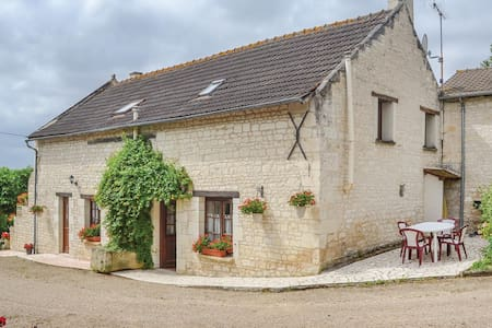 Holiday cottage with 2 bedrooms on 90m² in Assay