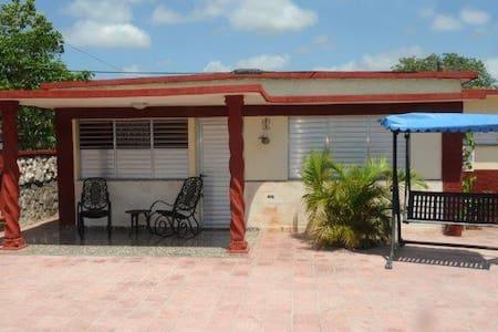 Urlaub unter Kubaner & Familienanschluß Play Giron - Ház